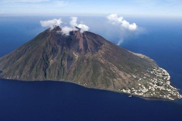 ILICA-Instituto-Longoria-de-Investigacion-Cientifica-Aplicada-Desastres-Naturales-Volcanes_v001